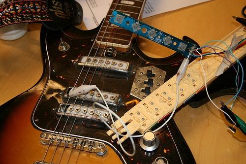 Loddet ferdig, og koblet til gitaren